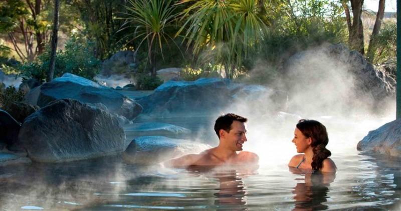 Havuz – Hamam Gibi Yerlerde Bulunan Spermler Hamileliğe Neden Olur Mu?