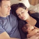 bebeklerin-ebeveynleri-ile-birlikte-uyumasi