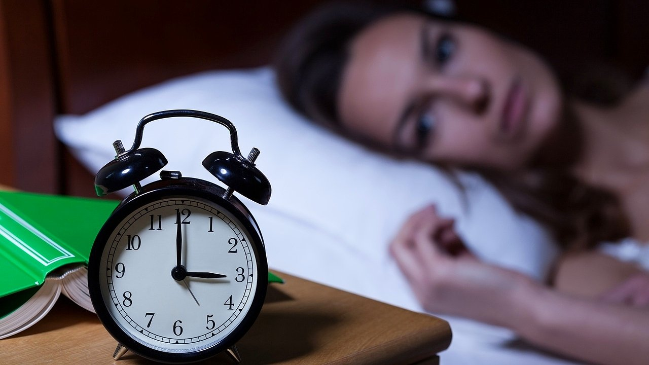 Adet Öncesi Gerginlik Sendromu-Premenstrüel Sendrom Tedavisi Belirtileri Nedenleri